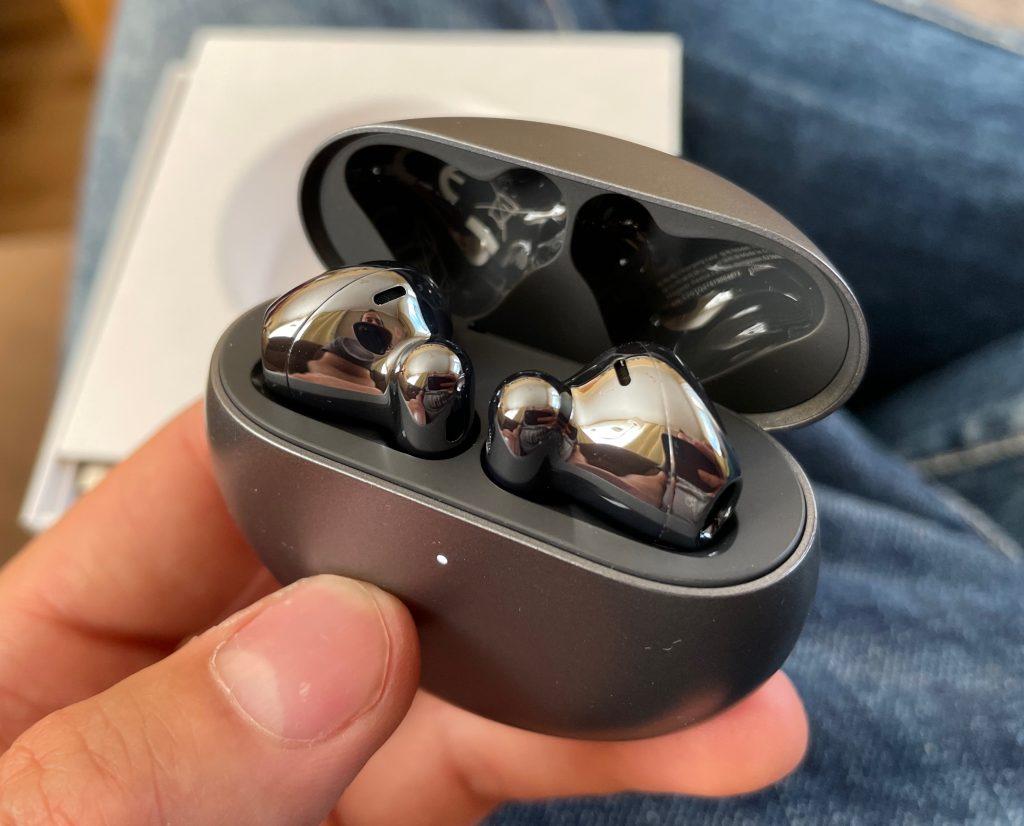 Słuchawki ładowane w pudełku