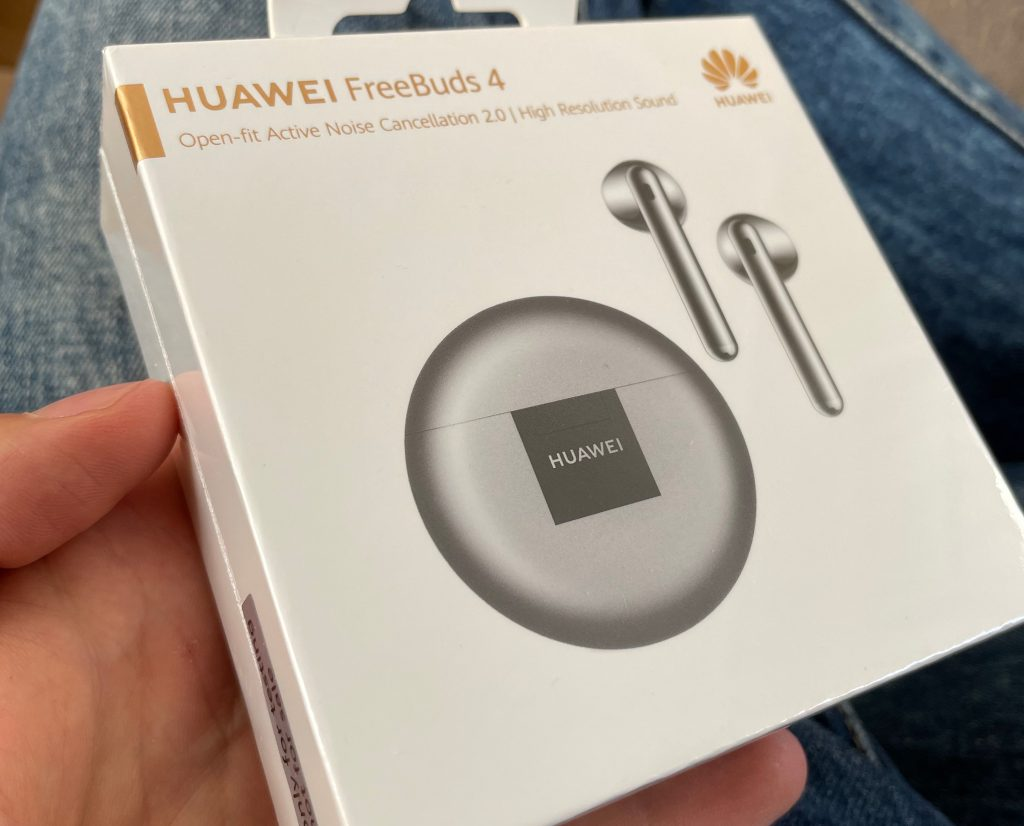 Huawei Freebuds 4 w malutkim pudełku